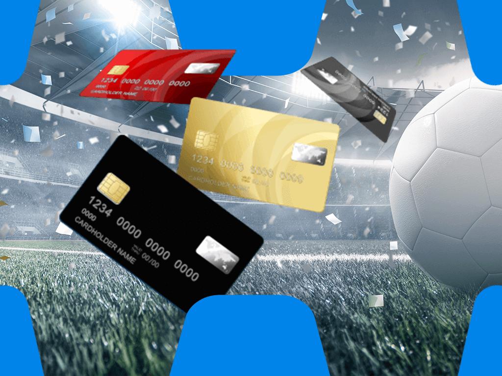 Kreditkarten mit weißem Fussball und Konfetti