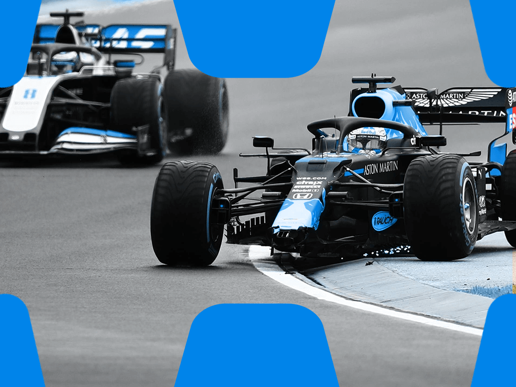 Formel 1 Auto mit kaputtem Frontflügel